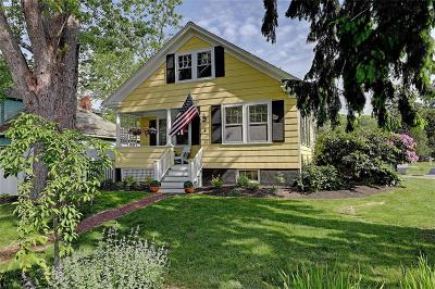 Bristol County Single Family Home For Sale: 21 Chachapacassett Rd
