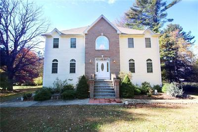 North Smithfield Single Family Home For Sale: 1335 Woonsocket Hill Rd