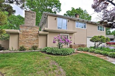 Cranston Single Family Home For Sale: 141 Glen Ridge Rd