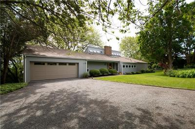 Portsmouth Single Family Home For Sale: 49 Fischer Cir