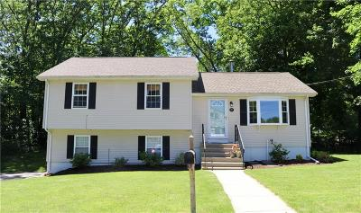 Cumberland Single Family Home For Sale: 31 Oak Ridge Dr