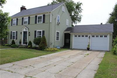 Cranston Single Family Home For Sale: 63 Roger Williams Cir
