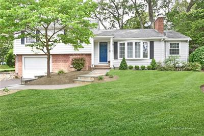 North Kingstown Single Family Home For Sale: 30 Fairfield Dr