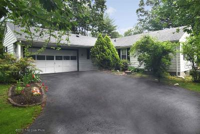 North Kingstown Single Family Home For Sale: 195 Fairfield Dr