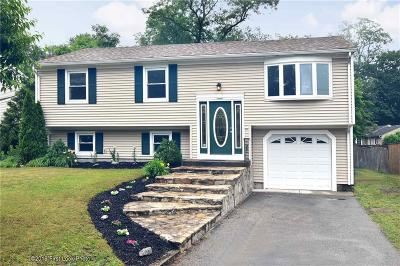 Warwick Single Family Home For Sale: 44 Hunts River Ct