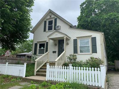 Barrington Single Family Home For Sale: 212 Bay Spring Av