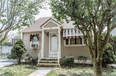 Woonsocket Single Family Home For Sale: 1305 Diamond Hill Rd