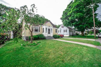 Somerset MA Single Family Home For Sale: $288,900