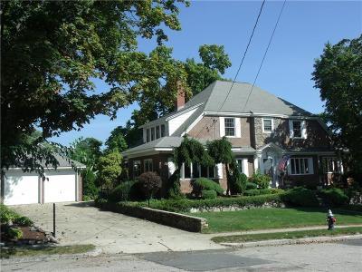 Cranston Single Family Home For Sale: 39 Norwood Av