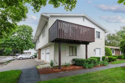 Warwick RI Condo/Townhouse For Sale: $224,000