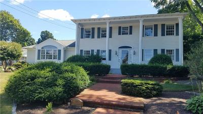 Cranston Single Family Home For Sale: 206 Meshanticut Valley Pkwy