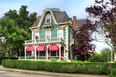 Newport Single Family Home For Sale: 47 Washington St
