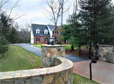 East Greenwich Single Family Home For Sale: 15 Shadowbrook Xing