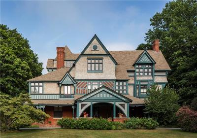 Newport County Single Family Home For Sale: 328 Bellevue Av