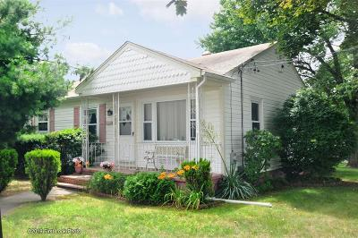 Cumberland Single Family Home For Sale: 149 Dexter St N