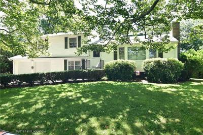 Bristol Single Family Home For Sale: 42 Elmwood Dr