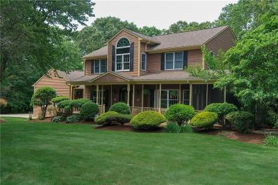 North Kingstown Single Family Home For Sale: 63 Thornefield Wy