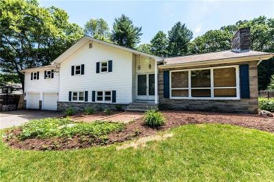 North Attleboro Single Family Home For Sale: 111 Mount Hope St