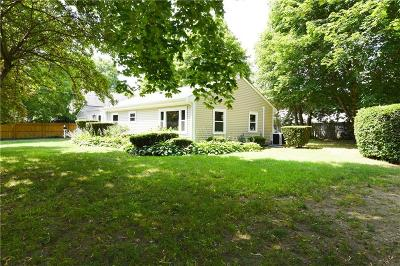 Bristol County Single Family Home For Sale: 57 Middle Hwy