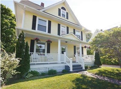 Narragansett Multi Family Home For Sale: 52 Narragansett Av