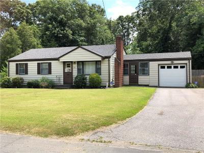 Seekonk Single Family Home For Sale: 28 Barberry Dr