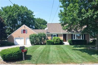 Seekonk Single Family Home For Sale: 60 Briarwood Drive