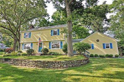 Bristol County Single Family Home For Sale: 16 Edgewood Dr