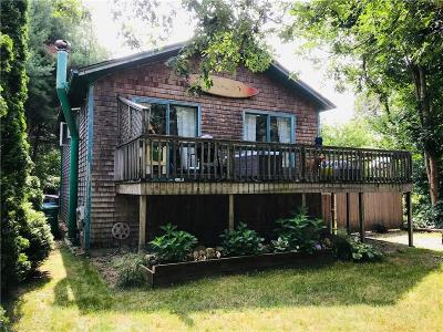 South Kingstown Single Family Home For Sale: 339 Holly Rd