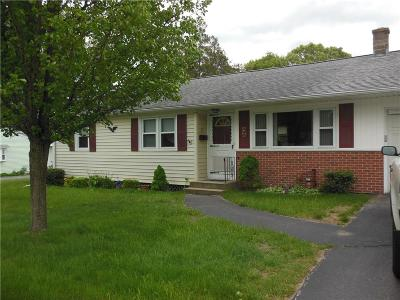 North Kingstown Single Family Home For Sale: 75 Mitola Drive