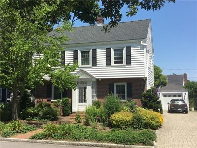 Newport, Middletown, Portsmouth Single Family Home For Sale: 198 Gibbs Av