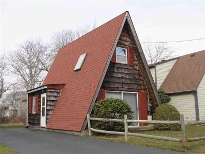 Narragansett Single Family Home For Sale: 17 Deangelis Dr