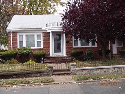 Cranston Single Family Home For Sale: 601 Laurel Hill Av