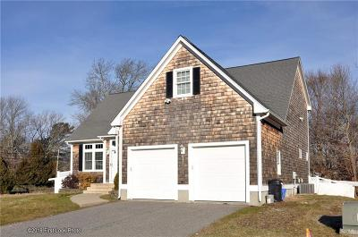 Bristol County Single Family Home For Sale: 4 Village Dr