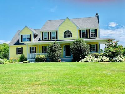 Bristol County Single Family Home For Sale: 180 Touisset Rd