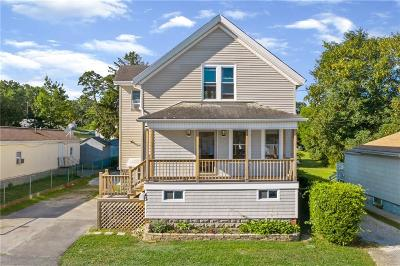 Tiverton Single Family Home For Sale: 43 Hilton St