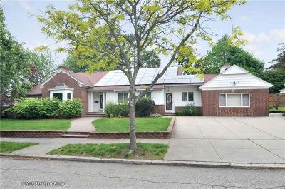 Providence Single Family Home For Sale: 15 Brentwood Av