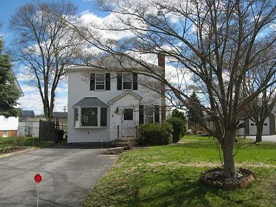 East Providence Single Family Home For Sale: 62 Elm Av