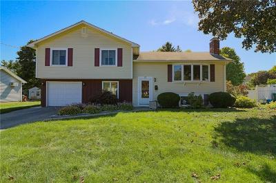 Woonsocket Single Family Home For Sale: 87 Nancy Ct