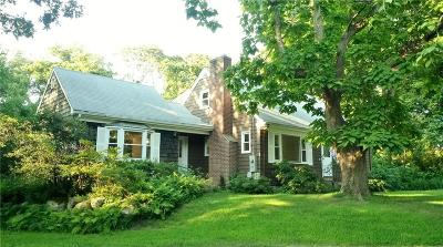South Kingstown Single Family Home For Sale: 715 Curtis Corner Rd