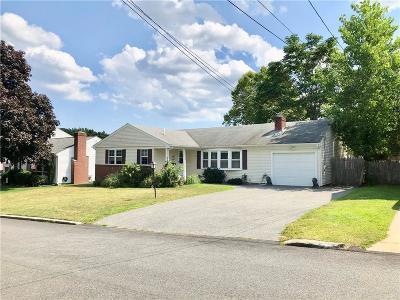 Cranston Single Family Home For Sale: 33 Hollins Dr