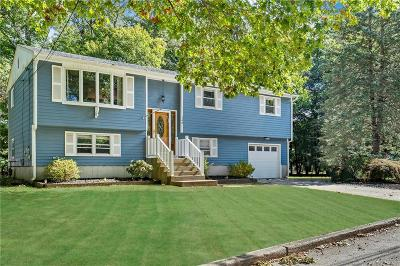 West Warwick Single Family Home For Sale: 148 Deerfield Dr