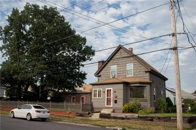 Pawtucket Single Family Home For Sale: 197 Grand Av