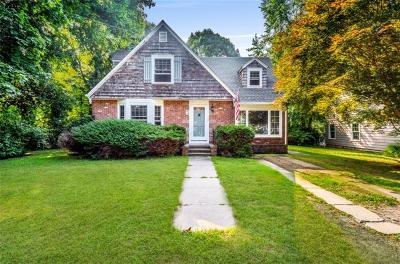 South Kingstown Single Family Home For Sale: 56 Hillcrest Rd