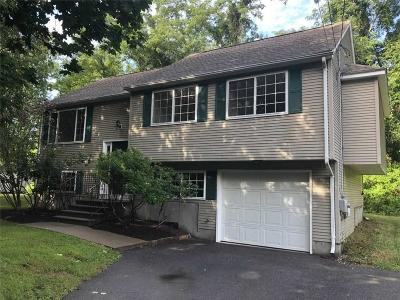 Narragansett Single Family Home For Sale: 45 Courtland Drive Drive