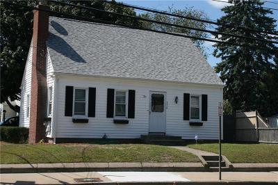 Pawtucket Single Family Home For Sale: 336 Smithfield Avenue