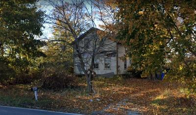 Middletown Single Family Home For Sale: 1096 East Main Road