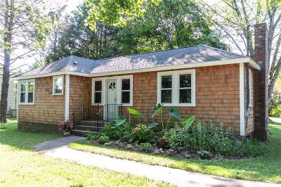 South Kingstown Single Family Home For Sale: 91 Frank Avenue