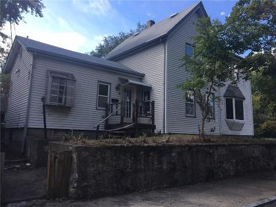 Pawtucket RI Single Family Home For Sale: $124,800