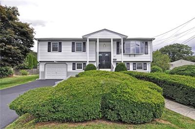 North Providence Single Family Home For Sale: 39 Saint Johns Circle