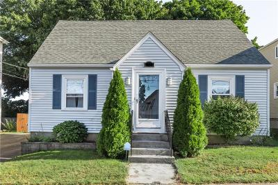 Pawtucket Single Family Home For Sale: 32 Hillcrest Ave